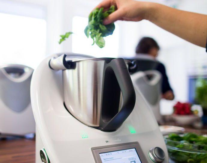 Pourquoi la fonction mélangeur est importante dans le choix d'un robot de cuisine multifonctions - Laboconso.com